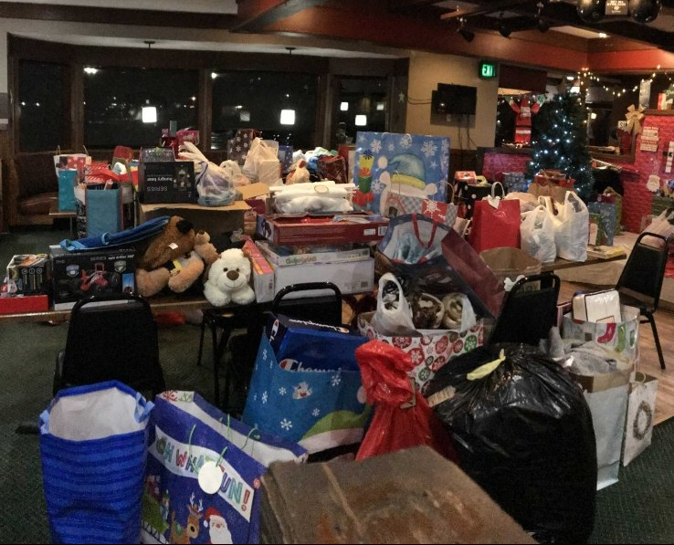 Simpson Ave Bar And Grill Gift Giving Tree 2018